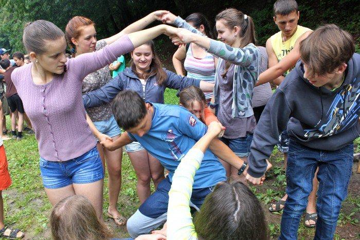 Human Knot Team Building Activities